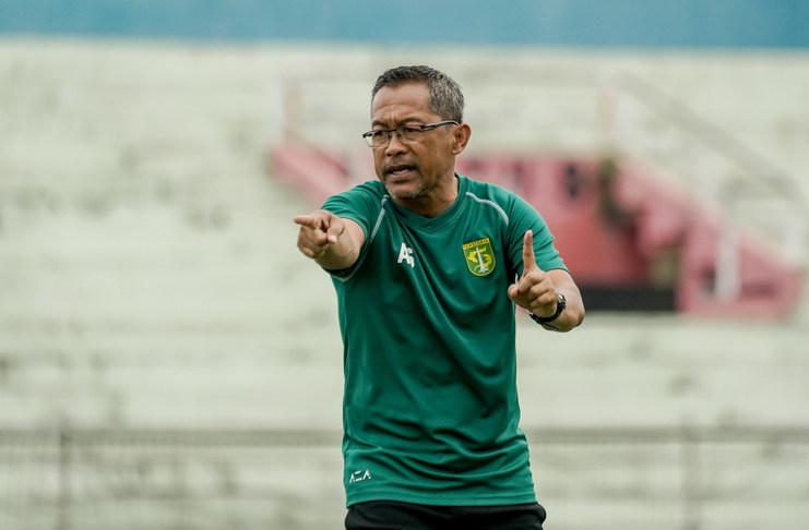 Aji Santoso mengingatkan skuat Persebaya Surabaya terkait dua hasil buruk pada awal Liga 1 2020.