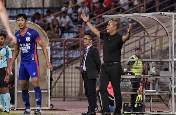Legenda sepakbola Indonesia, Kurniawan Dwi Yulianto, berhasil mencatat kemenangan pertamanya bersama klub Malaysia, Sabah FA