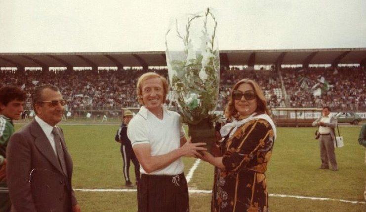Adriano Lombardi adalah kapten dan gelandang legendaris Avellino yang biasa mengenakan nomor kostum 10.