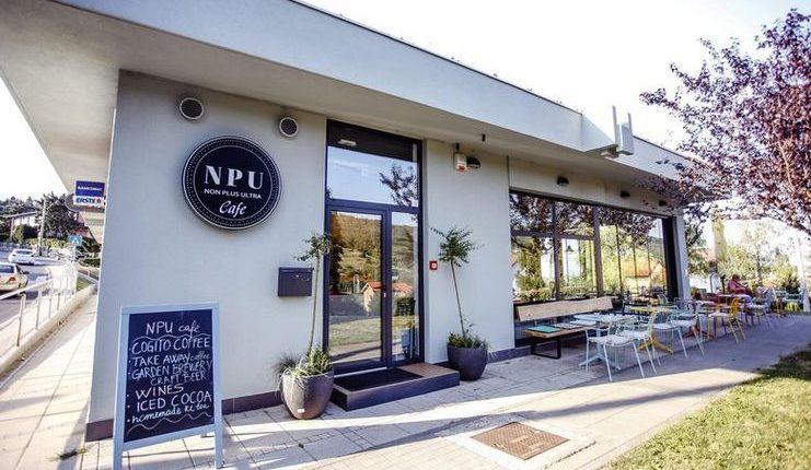 Mark Viduka bersama istrinya membangun kafe Non Plus Ultra di Zagreb pada 2018.
