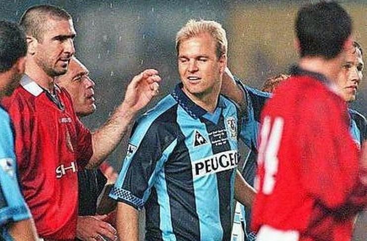 Nostalgia Hari Ini: Horor di Old Trafford Tuntaskan Karier David Busst