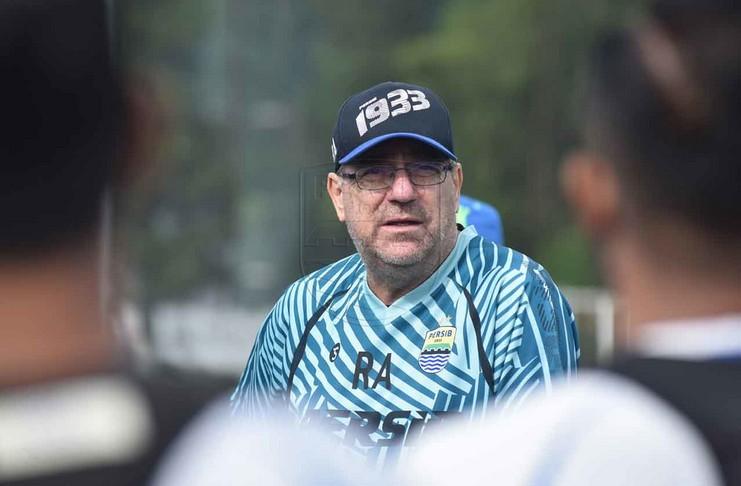 Robert Alberts Optimis Pemain Persib Tetap Fit Selama Latihan Mandiri